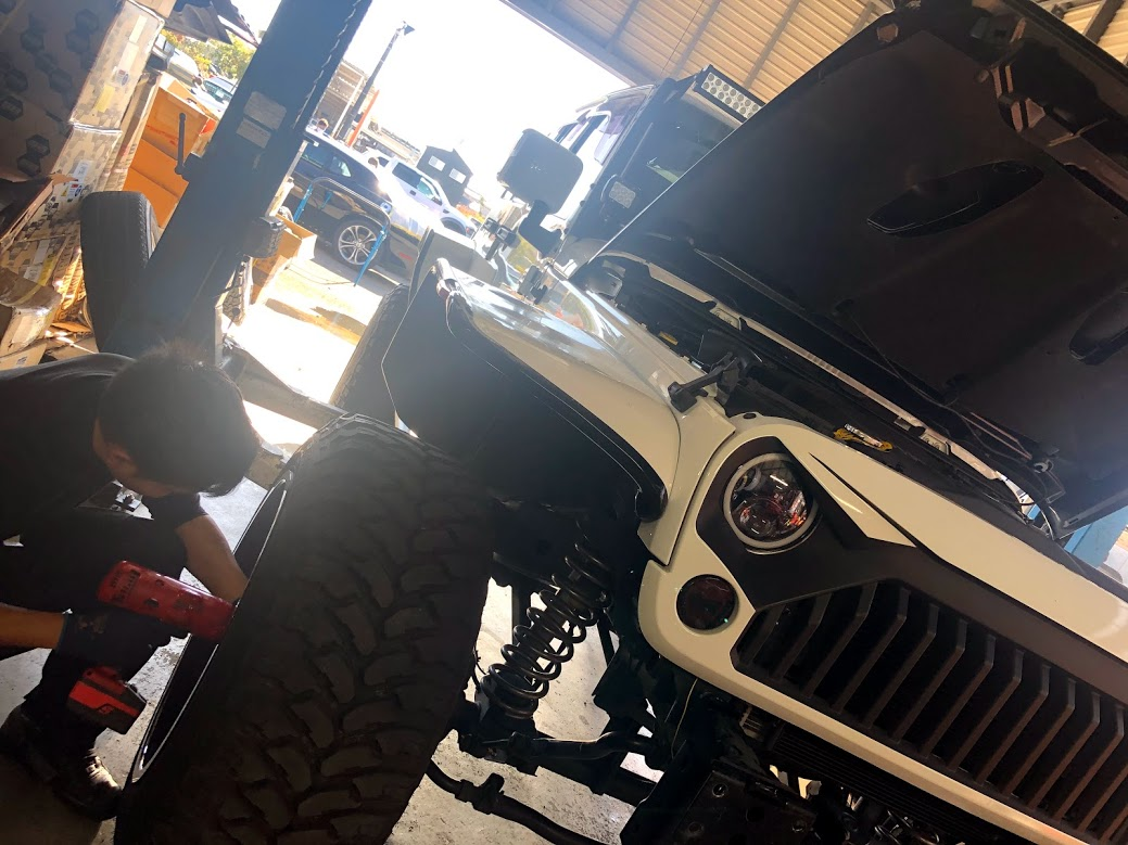 JEEP wrangler unlimited sport 板金修理
